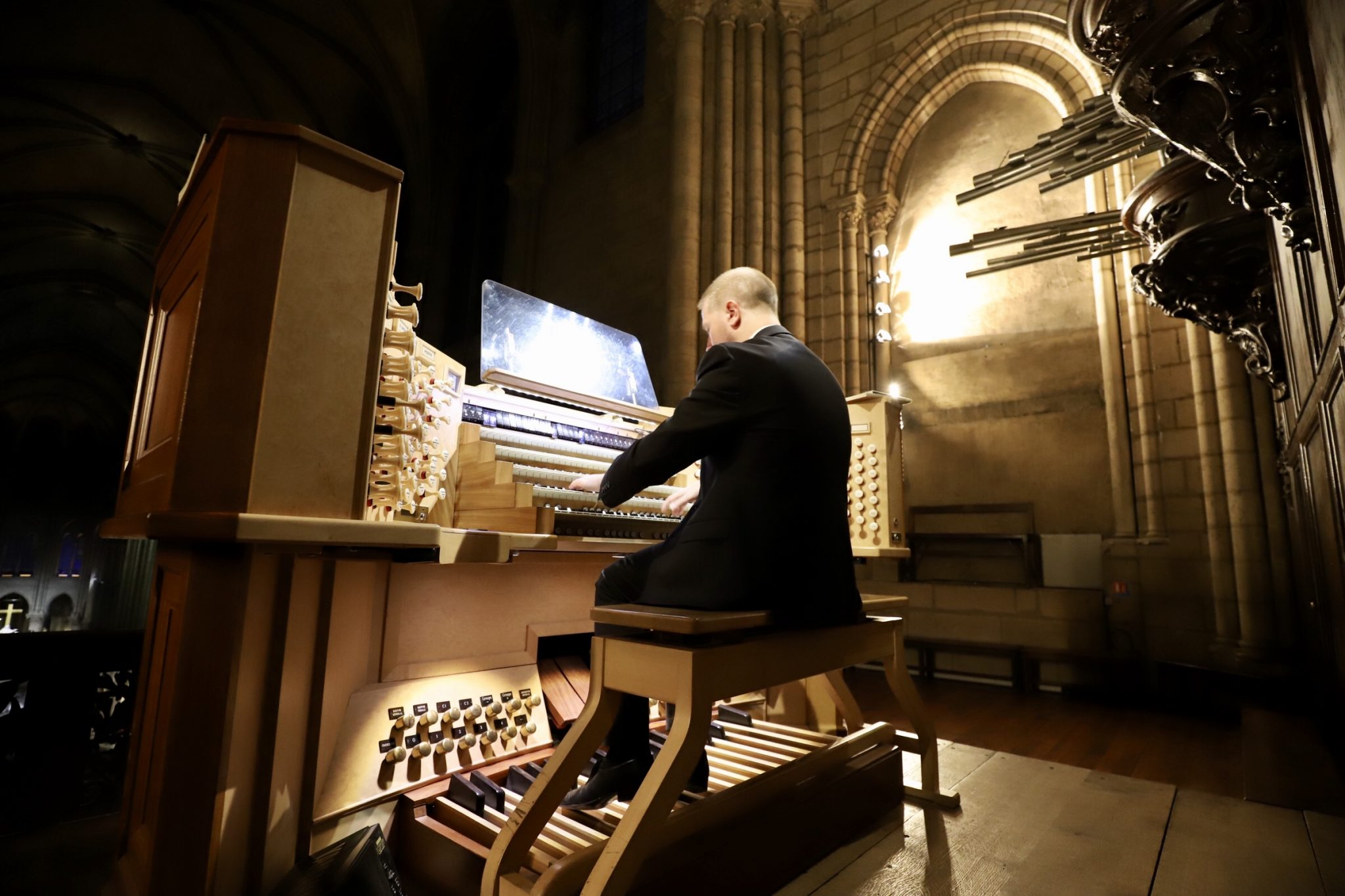 Notre-Dame de Paris support concert with the participation of Notre-Dame organist, Johann Vexo