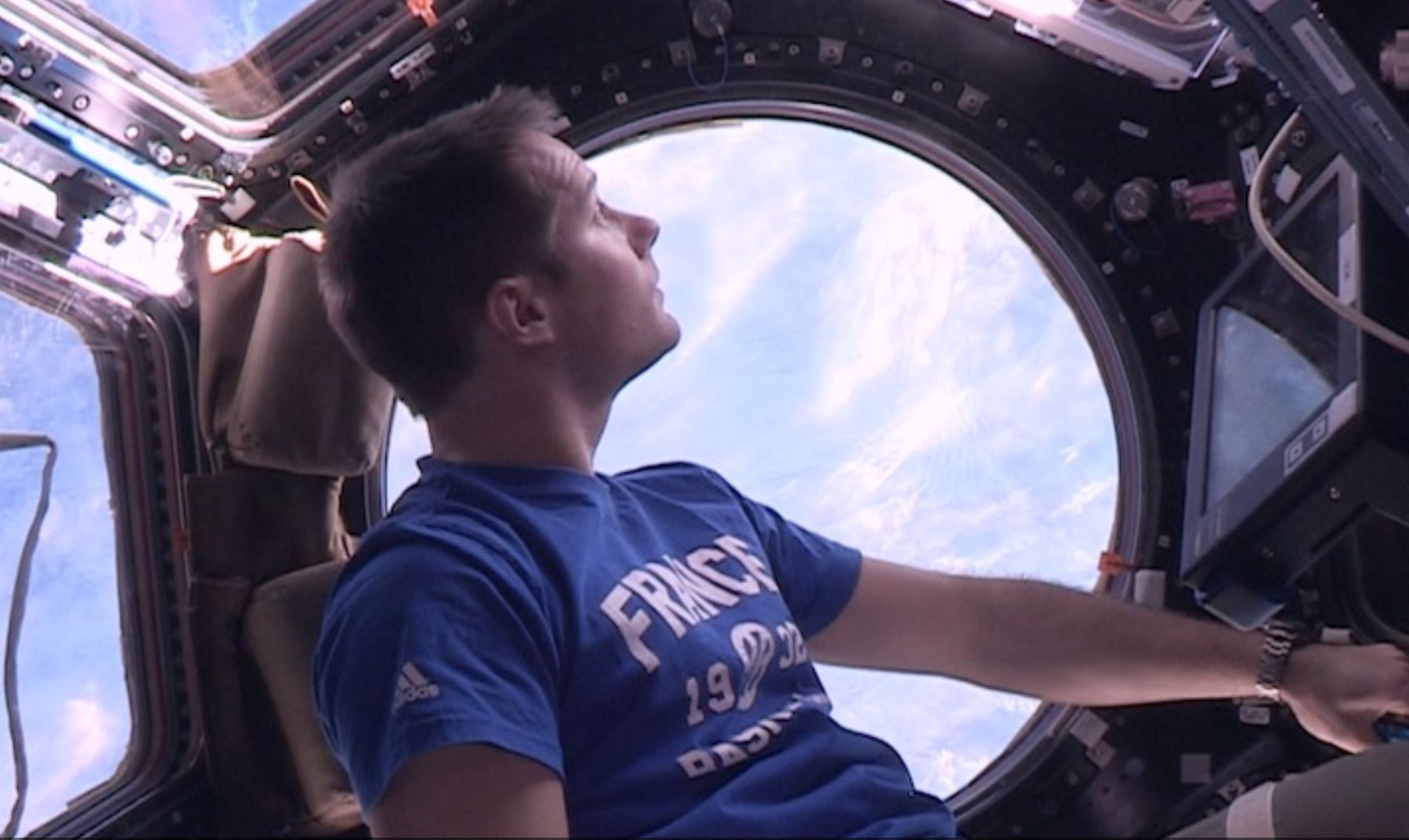 Documentary – 16 Sunrises – the astronaut Thomas Pesquet in his 6 months journey around Earth