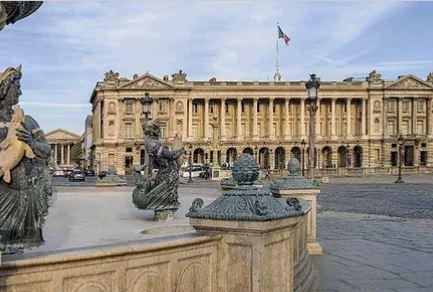 Visit Hotel de la Marine located on Place de la Concorde (in Fr)