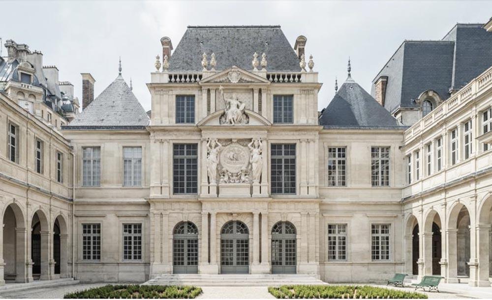 Visit Carnavalet, the museum dedicated to Paris history (in EN)