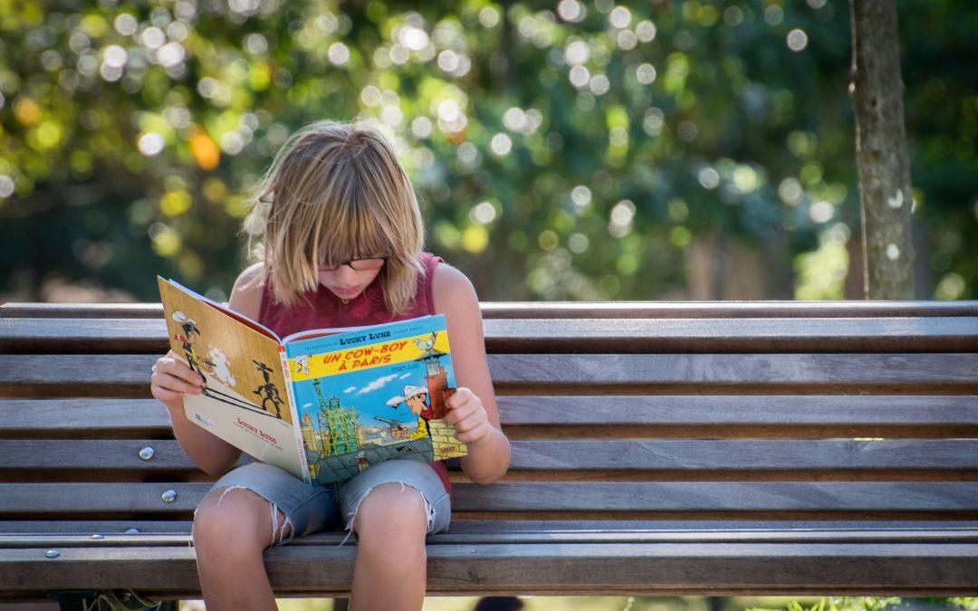 Enfant bilingue : cet été on garde le cap, on adapte la méthode